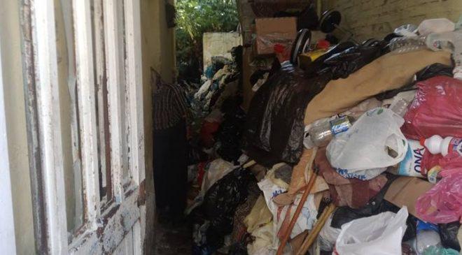 Çöp evden 9 kamyon çöp çıkarıldı