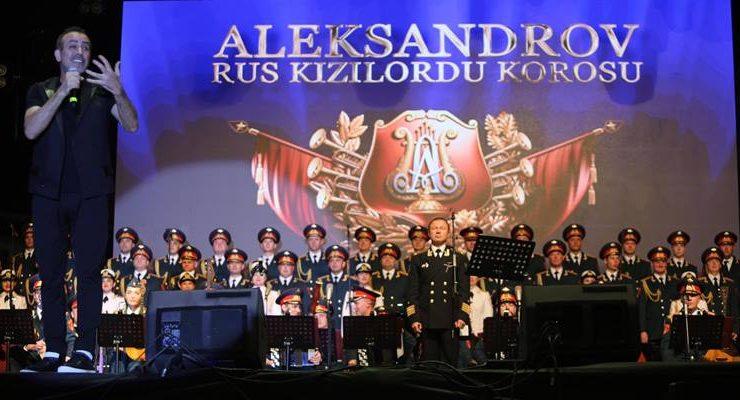 Akdeniz Gençlik Festivali'nde Haluk Levent ve Rus Kızılordu Korosu coşkusu