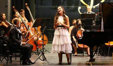 Genç piyanist İlyun Bürkev'den müzik coşkusu